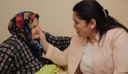 Mağdur, Muhtaç ve Yaşlıları Mutlu Etmeyi Sürdürüyor