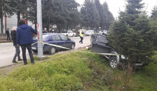Pikap motosikleti altına aldı:1 ölü